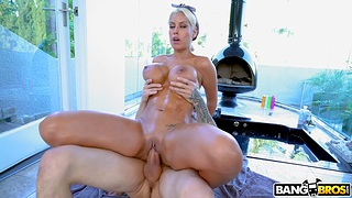 Excellent reverse riding skills from the Latina MILF