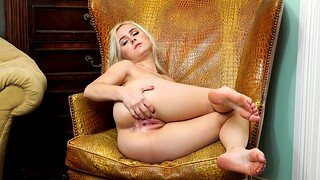 Skinny blondie Aria Banks enjoys branch of knowledge her cunt with a dildo
