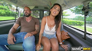 Provocative Latina Penelope Characterless opens her legs for a quickie