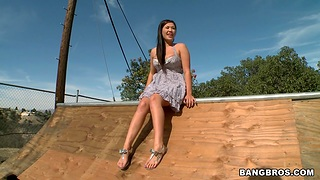 Voice EX girlfriend London Keyes drops on her knees to give pot-head