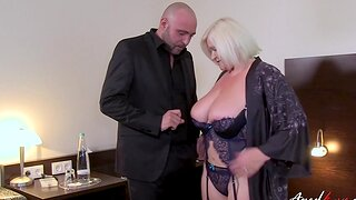 Honcho hot mature got to seduce nice sponger and received hardcore coition from at one's disposal man